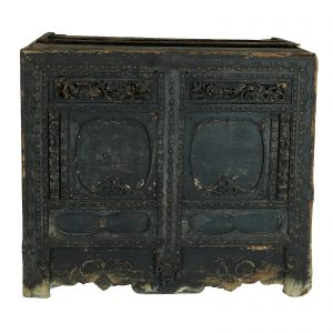 Chest, China, Late Ming, Pine wood, Antic, Lacquer, 17 century, Temple, Oriental,Carving