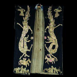 Robe de chaman Yao, tribu Yao, sud de la Chine, province du Yunnan, art primitif, textile, broderie en soie sur du coton, début 20 siècle
